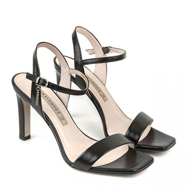 Czarne skórzane sandały na szpilce zakończone kwadratowym noskiem