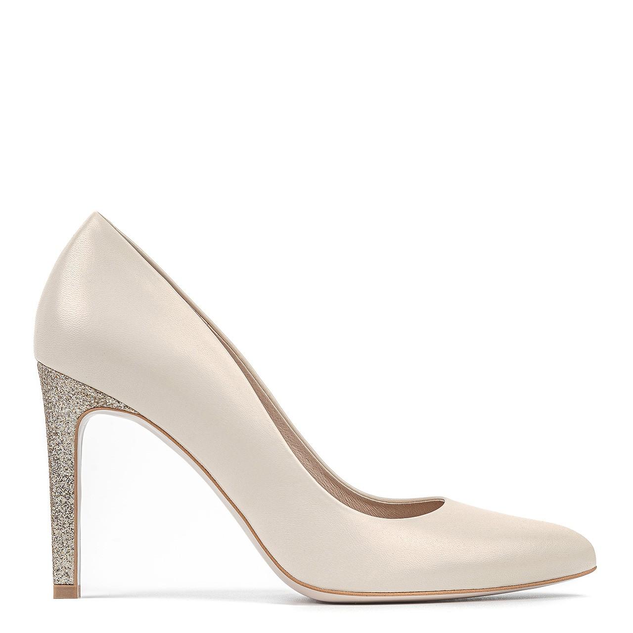 Kremowe buty ślubne na złotym obcasie
