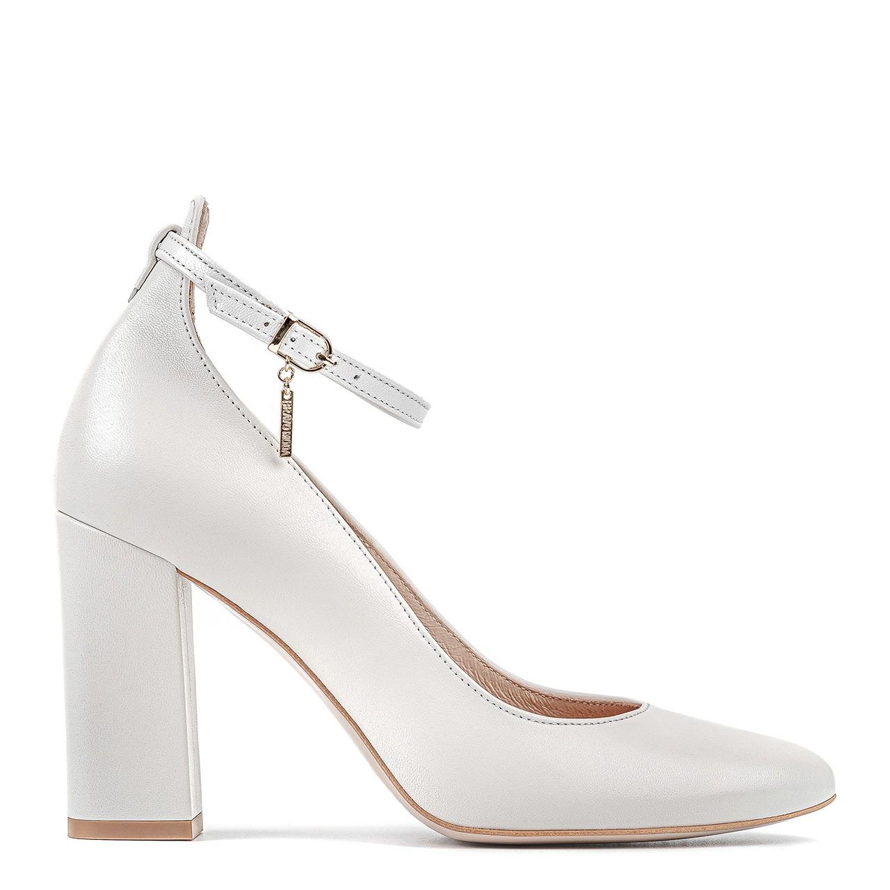 Białe skórzane buty ślubne z zaokrąglonymi noskami