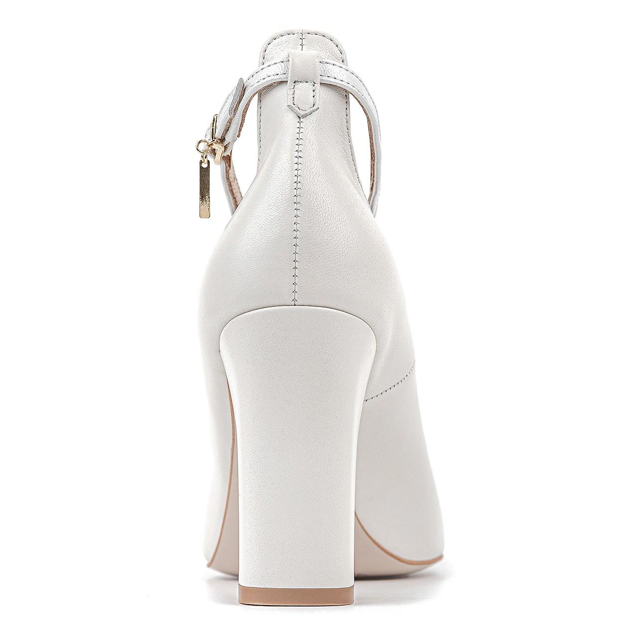 Białe skórzane buty ślubne na stabilnym obcasie