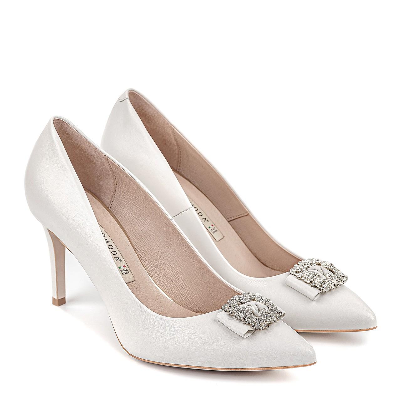 Białe ślubne buty na szpilce