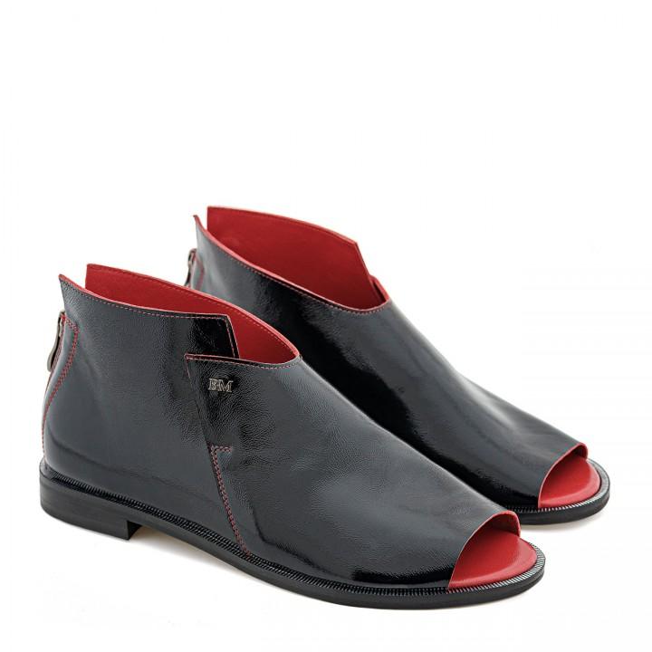 Stylowe czarne sandałki bez palców z naturalnej skóry lakierowanej