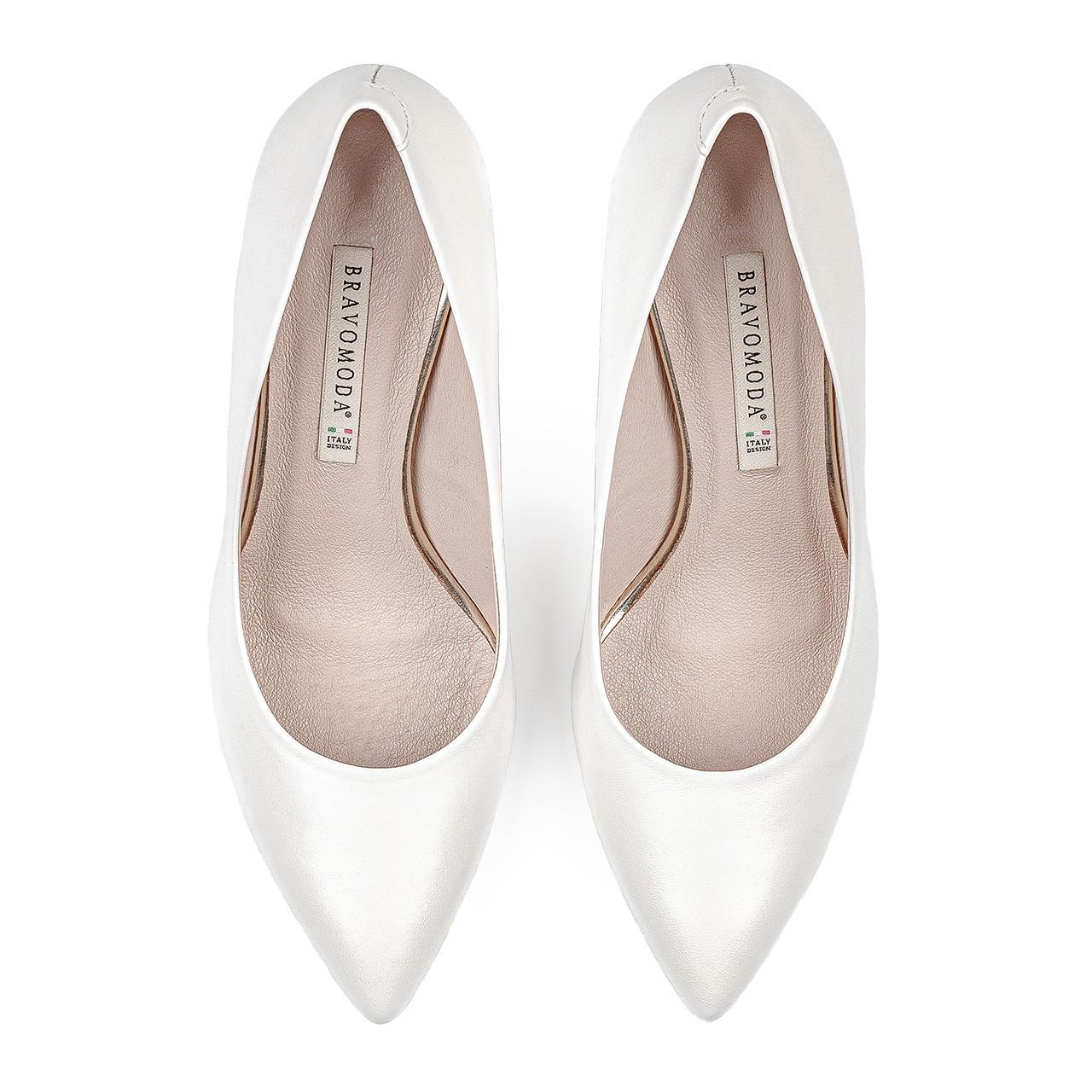 Skórzane białe buty ślubne na obcasie