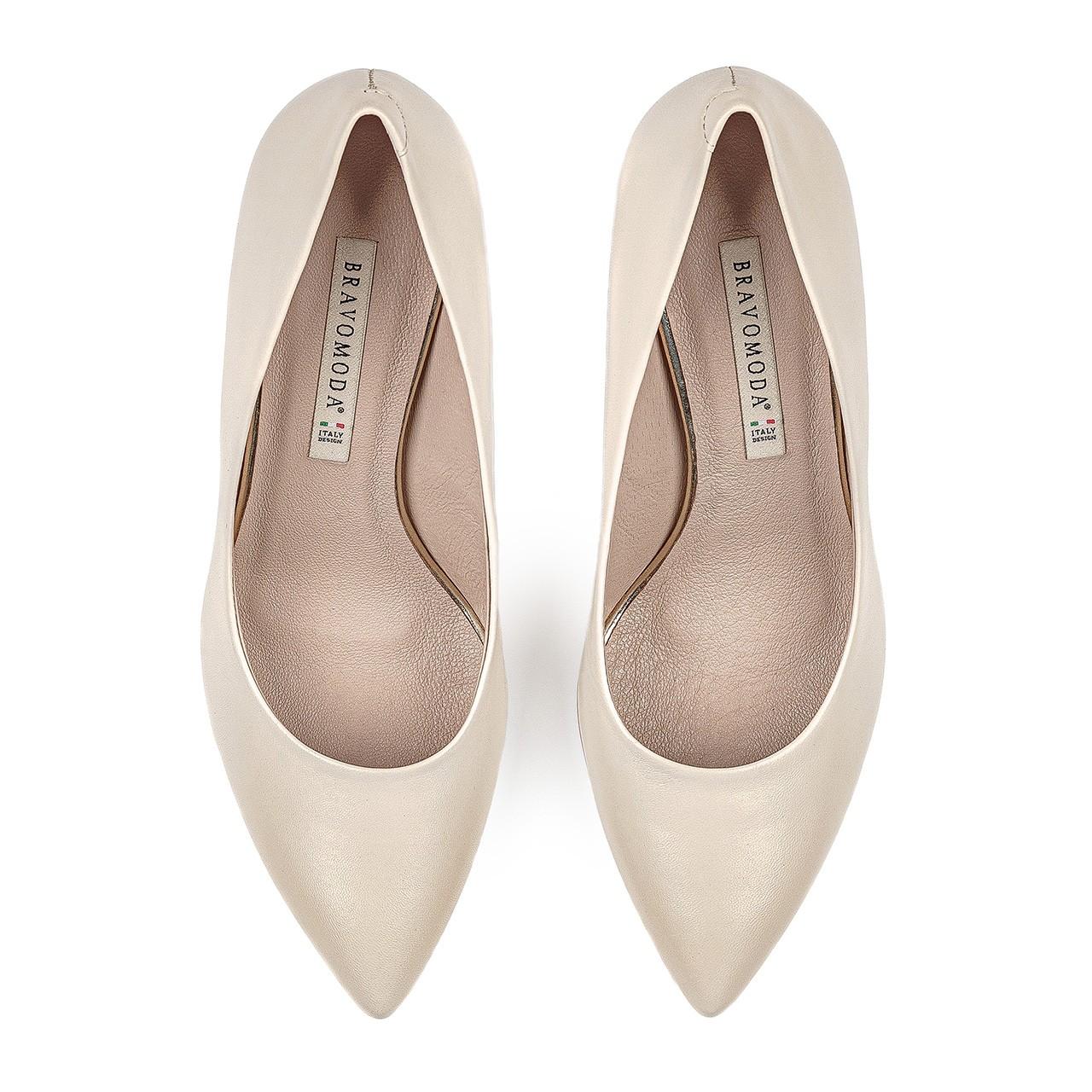 Skórzane buty ślubne w kremowym kolorze