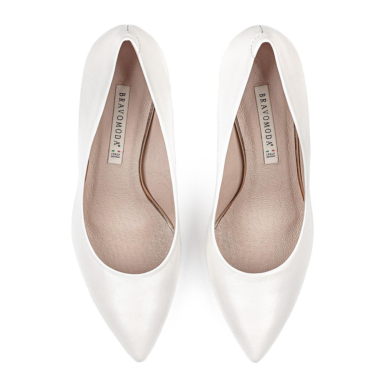Skórzane buty ślubne na wysokim obcasie w białym kolorze