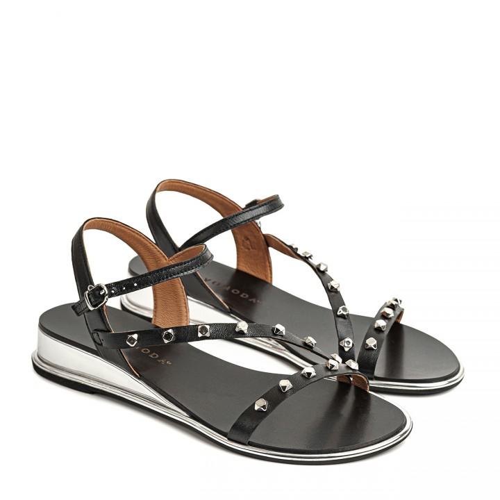 Czarne sandałki ze srebrnymi ćwiekami