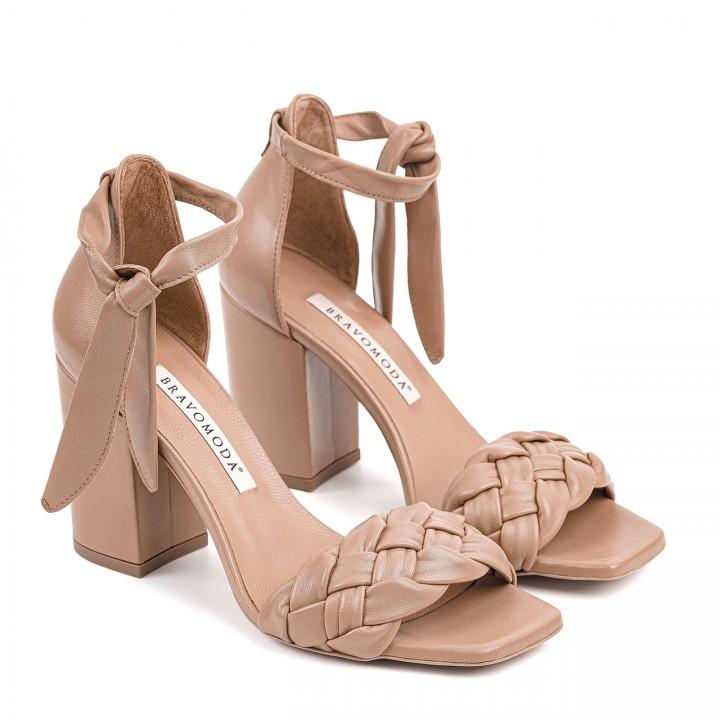 Skórzane sandałki w kolorze toffi na wysokim obcasie