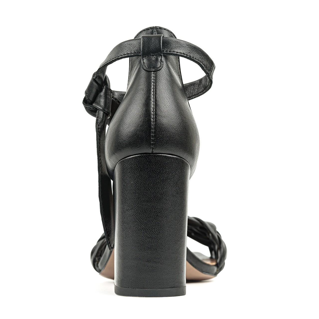 Czarne skórzane sandałki z ręcznie plecionym warkoczem