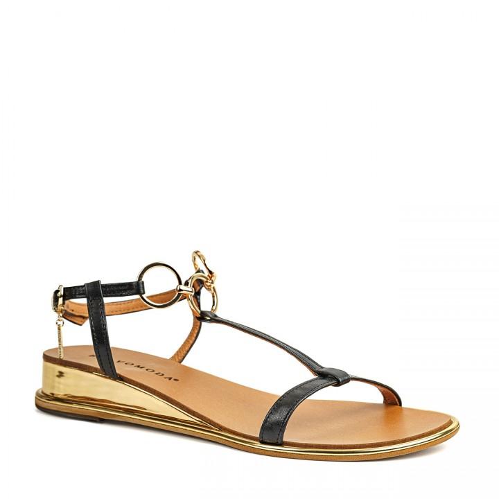 Klasyczne, czarne sandały na płaskiej podeszwie