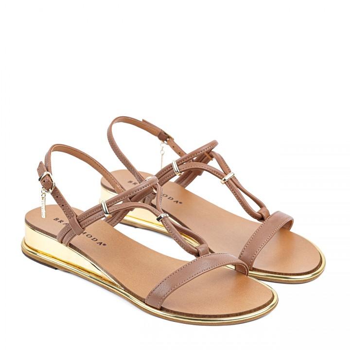 Camelowe sandałki ze złotymi wstawkami