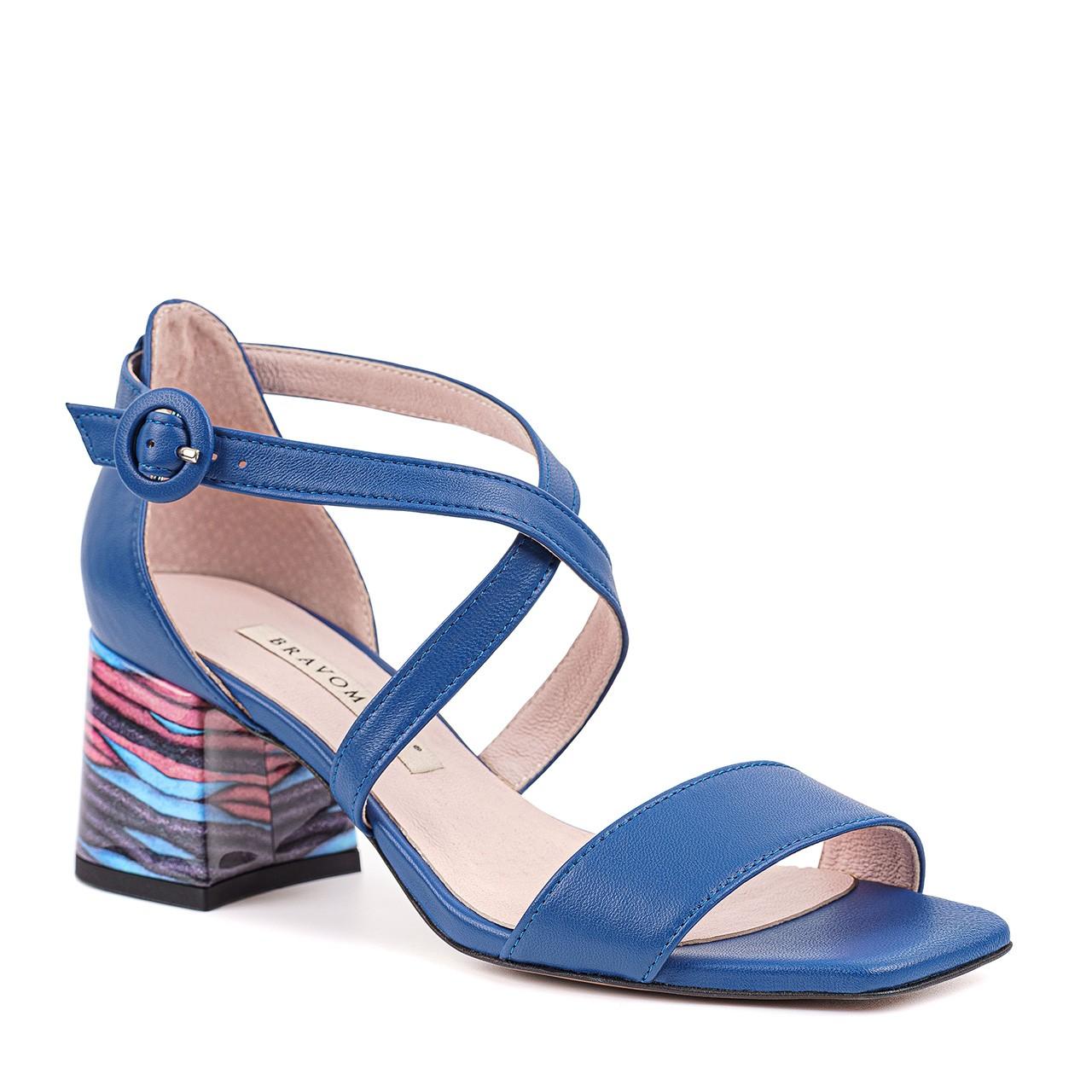 Damskie skórzane sandałki w niebieskim kolorze z paseczkami