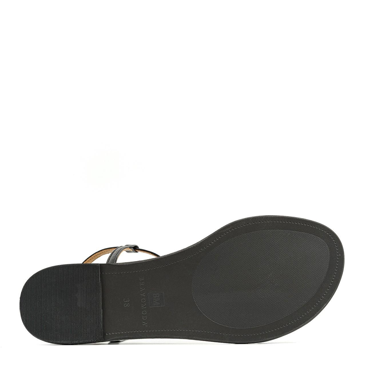 Skórzane sandałki na płaskiej podeszwie