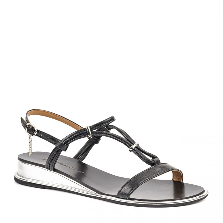 Damskie sandały w czarnym kolorze ze srebrnymi wstawkami
