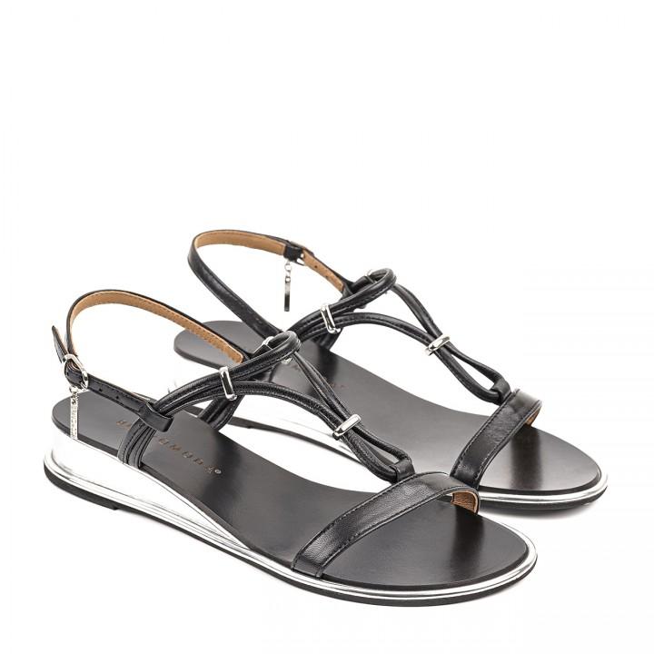Sandały w czarnym kolorze ze srebrnymi wstawkami