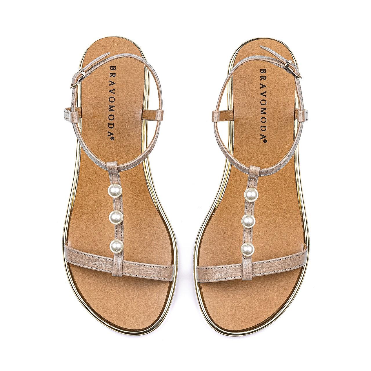 Jasnobrązowe sandały na podwyższonej podeszwie