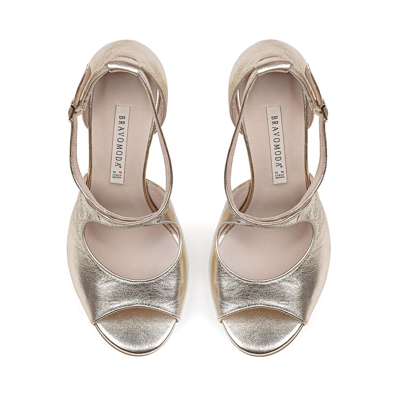 Skórzane złote sandały na stabilnej szpilce
