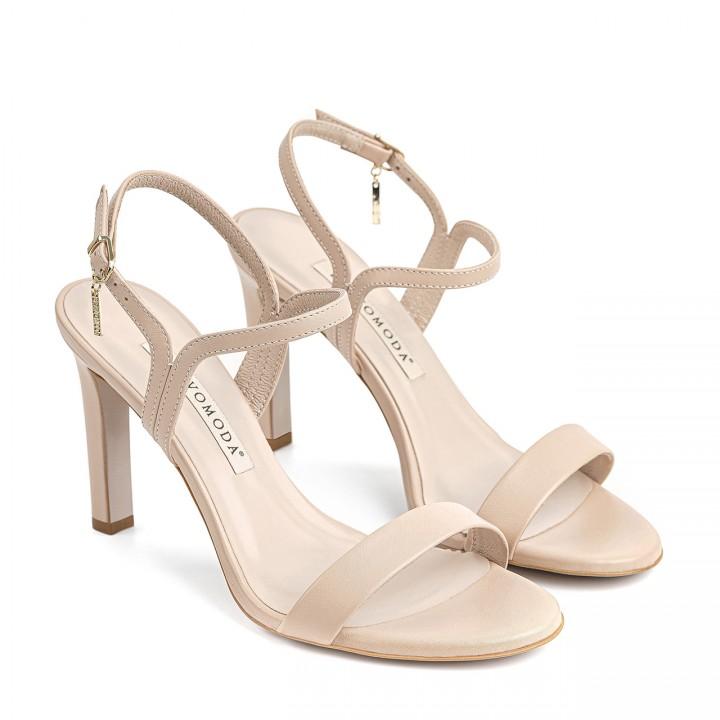 Jasnobeżowe skórzane sandały z zaokrąglonymi noskami