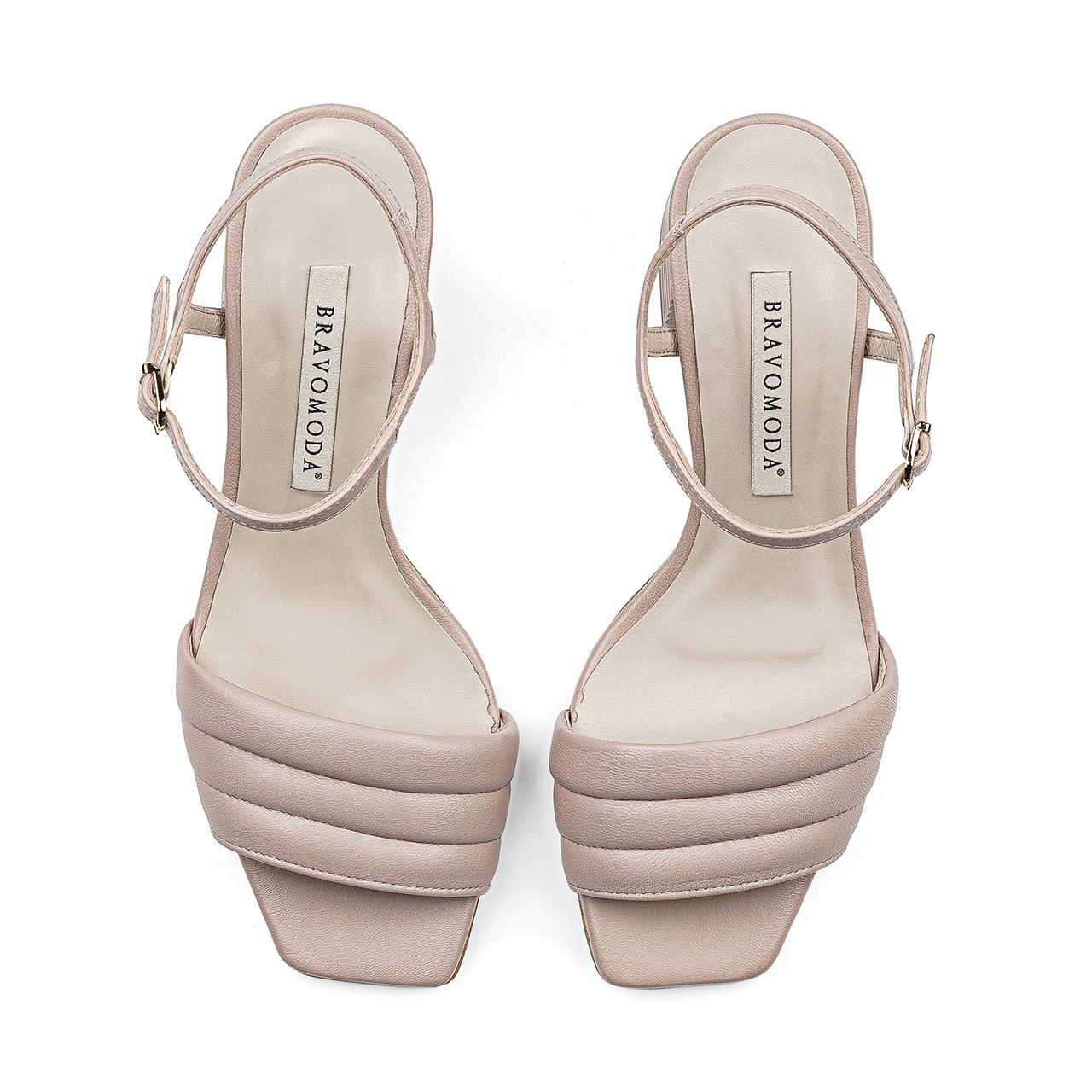 Beżowe sandały z przeszyciami