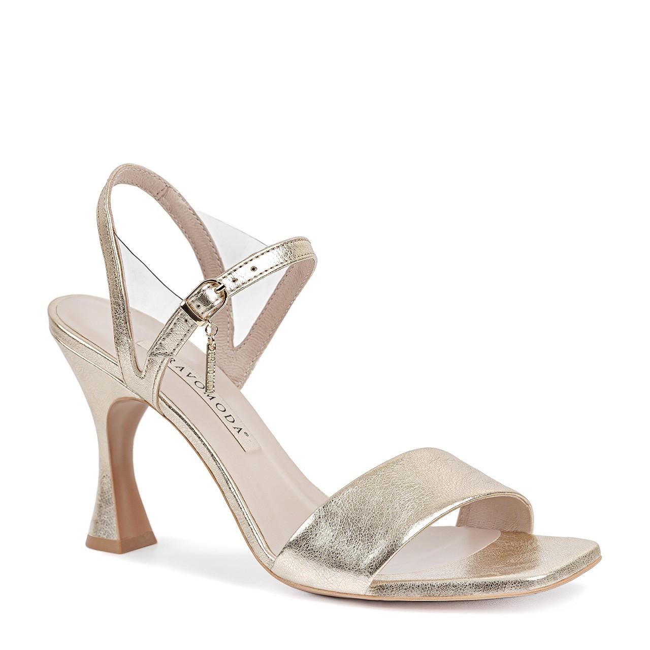 Złote sandały wykonane z naturalnej skóry licowej na ciekawym, wysokim obcasie