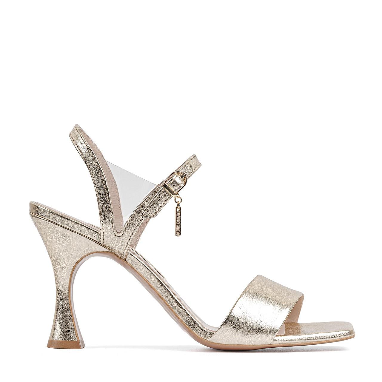 Skórzane sandały w kolorze z łotym