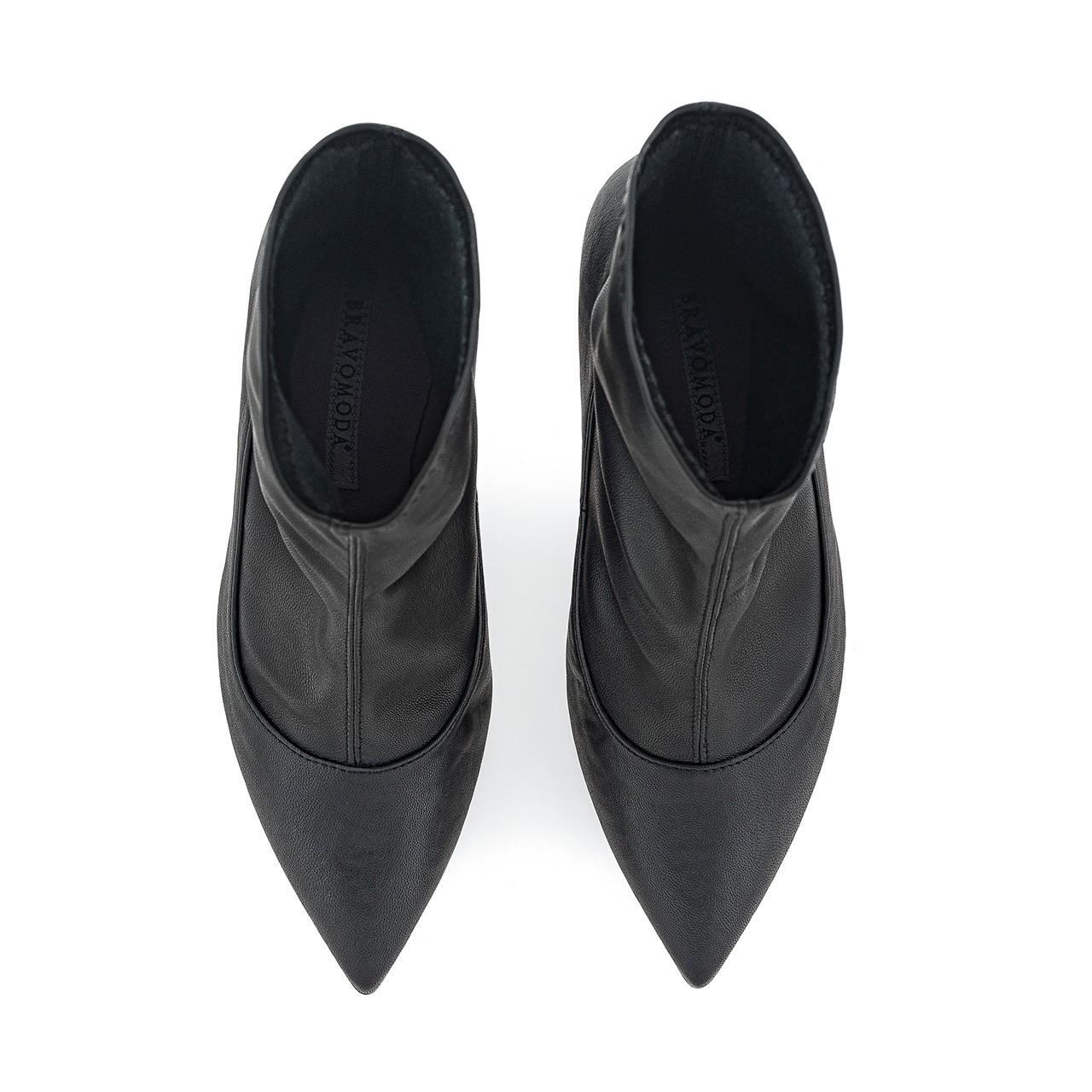 Czarne botki na wysokim obcasie wykonane ręcznie z elastycznej tkaniny