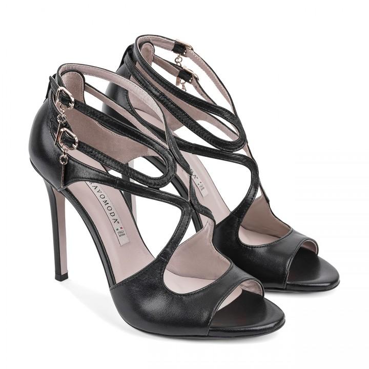 Skórzane sandałki na wysokiej szpilce z oryginalnymi wycięciami w czarnym kolorze