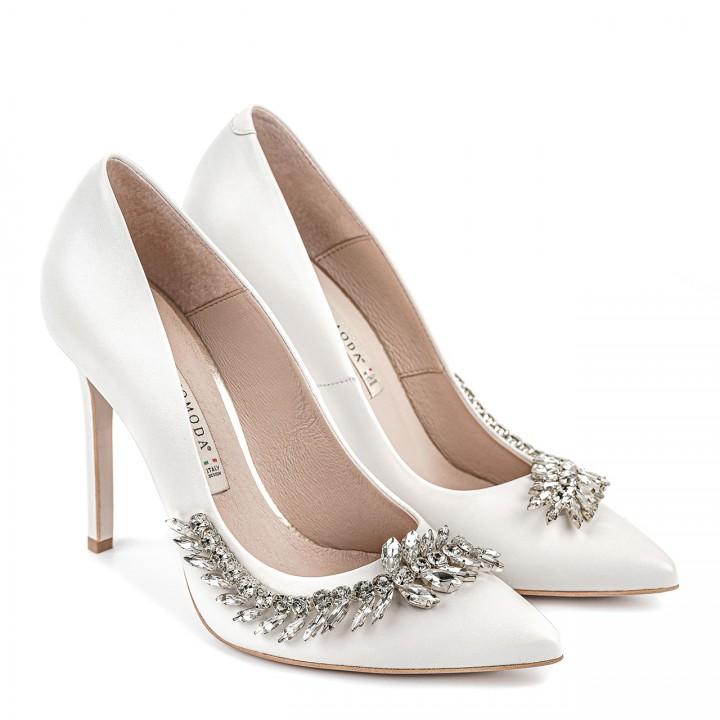 Białe ślubne szpilki z elegancką ozdobą
