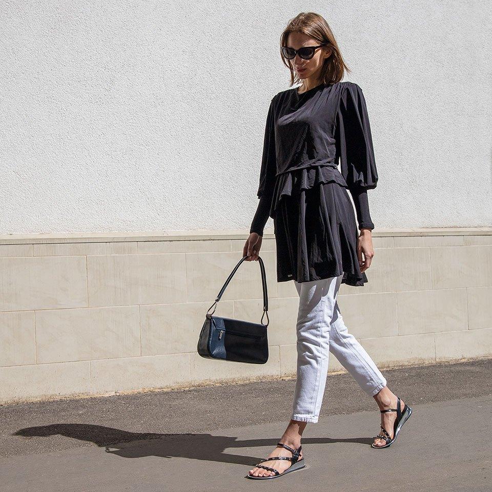 Czarne damskie sandałki ze srebrnymi ćwiekami